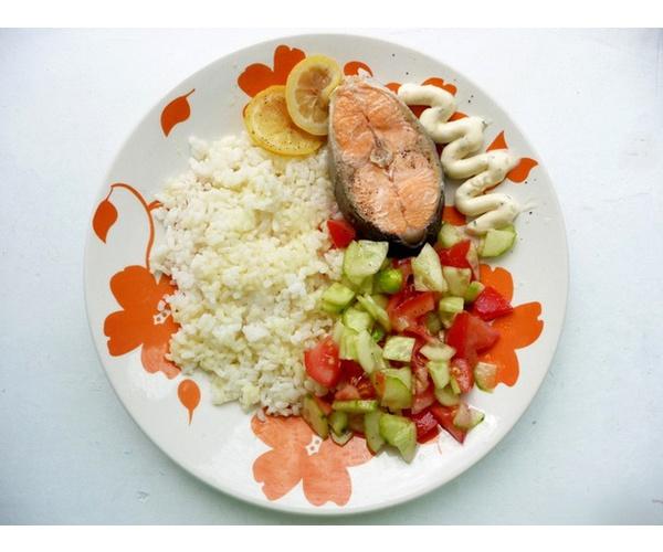 Подавать с рисом и овощным салатом.