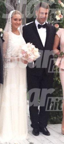 В интернете вышло фото со свадьбы Евы Бушминой