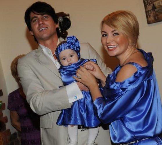 Катя Лель с мужем Игорем и их дочкой Эмилией