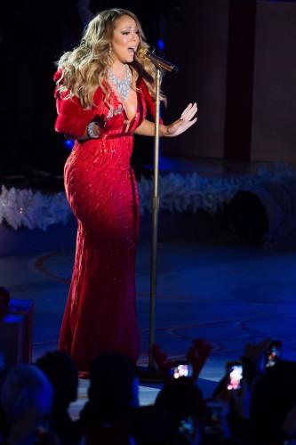 Американская певица Мэрайя Кери спела на концерте в Нью-Йорке