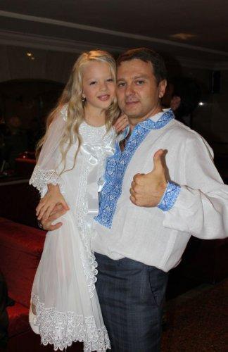 Тимофей Нагоный и одна из сестер Петрик, которая прославилась своим красивым голосом