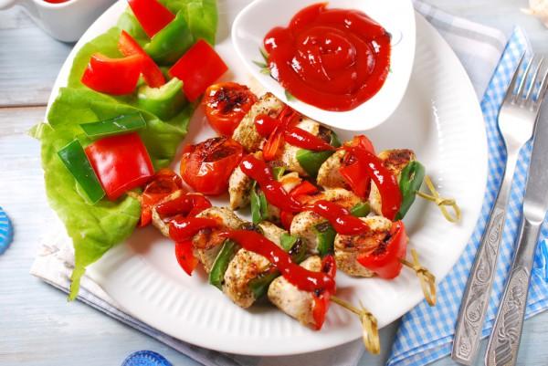 Куриные шашлычки с болгарским перцем и летними овощами