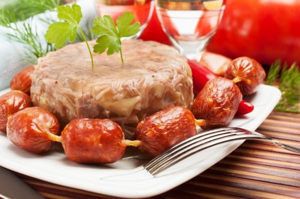 Куриный холодец считается одним из главных блюд пасхального стола