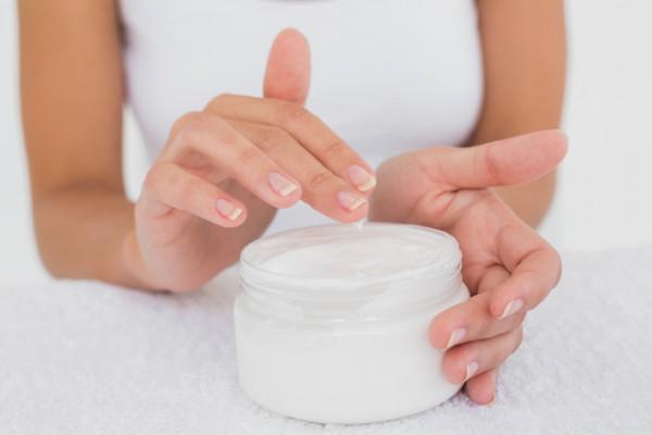 Питательное масло очень важно для укрепления ногтей осенью