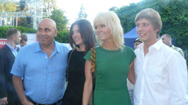 Валерия пришла на Новую волну 2012 с детьми и мужем