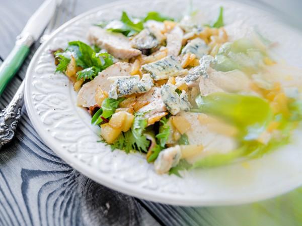 Салат из курицы и горгонзоллы
