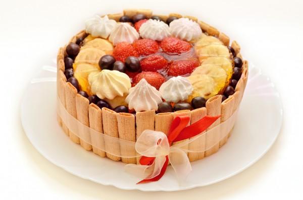 Рецепт                  Новогодний торт с фруктами и печеньем