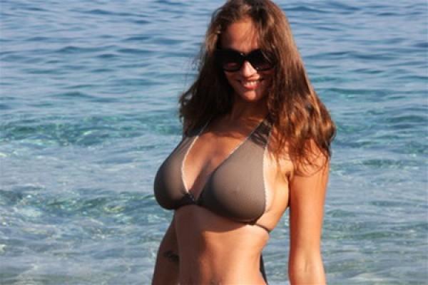 Алена Водонаева твердо решила уменьшить грудь