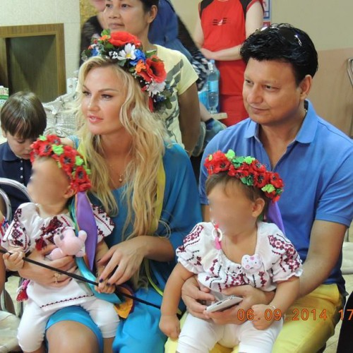 Камалия с детьми и мужем Мохаммадом Захуром