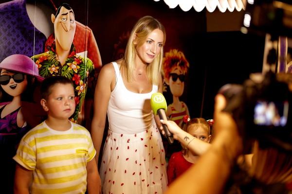 Леся Никитюк на премьере Монстров на каникулах 3