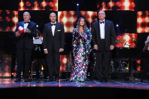 Наталья Могилевская спела с тремя мужчинами