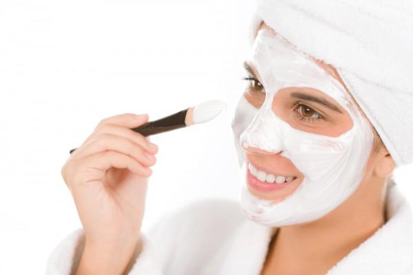 Осенью рекомендуется отказаться от скрабов, отдав предпочтение средствам для чувствительной кожи