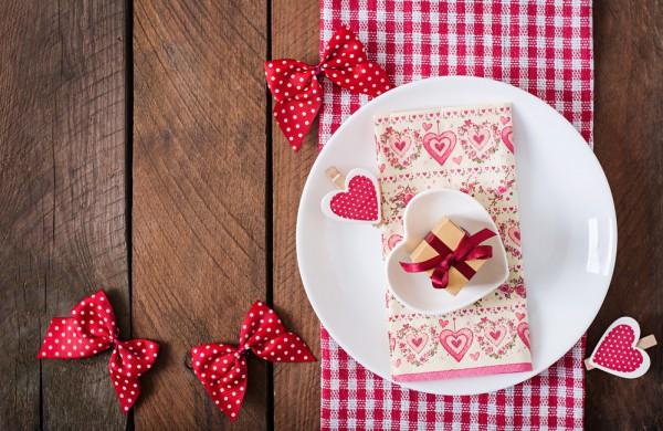 Сервировка стола на День Валентина