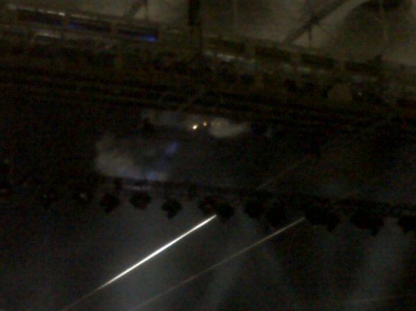Спустя тридцать минут пожарный начал тушить крышу