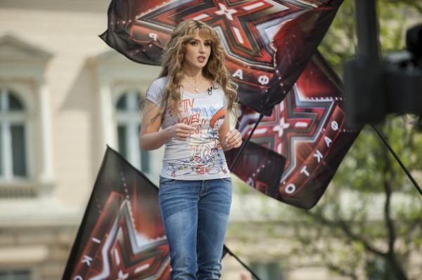 Оксана Марченко на протяжении всего эфира поддерживала участников шоу