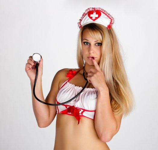 Секс игра дома медсестра