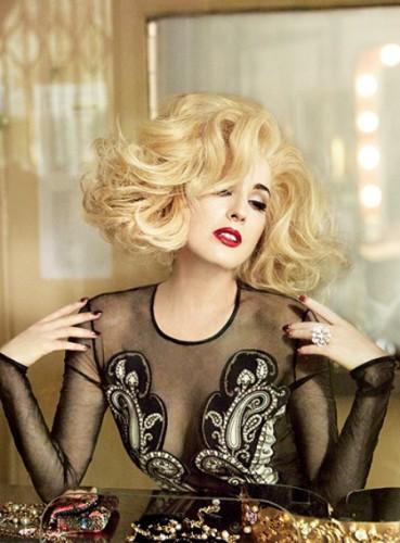 Дита фон Тиз примерила на себя образ блондинки