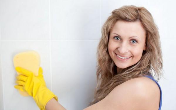 Для чистки и мытья ванн, раковин, керамической плитки применяй жидкие препараты. Порошкообразные и пастообразные чистящие препараты, которые часто содержат твердые абразивы, лучше применять при сильном загрязнении поверхности.