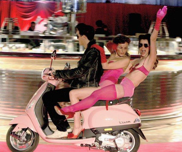 Именно этот розовый мотороллер был единственным в мире, пока таким же не обзавелась Алена Водонаева