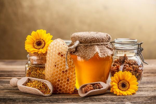 В августе собирают новый урожай меда