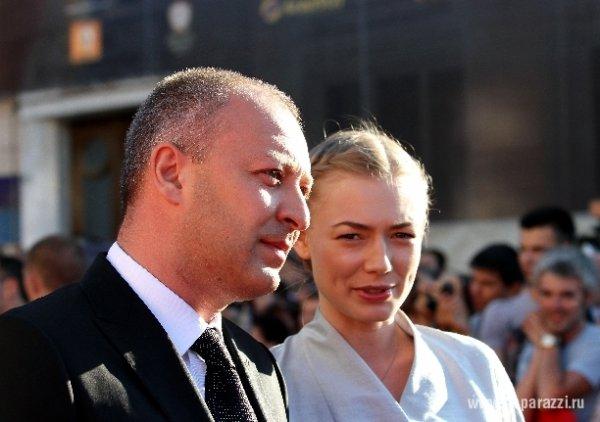 Оксана Акиньшина будет жить со своим женихом
