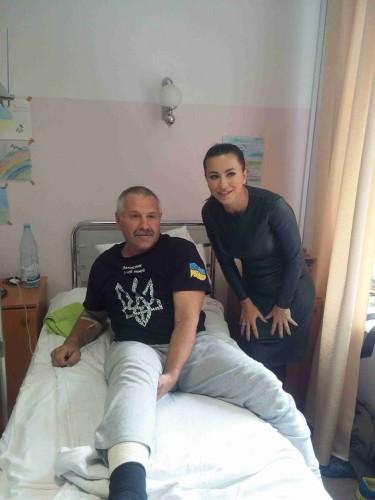 Ани Лорак помогает военным из зоны АТО