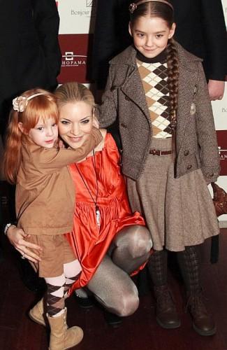 Наталья Окунская с детьми: общая дочь с Сергеем Власенко Полина (слева) и Мария