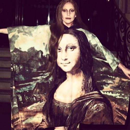 Lady GaGa продолжает эпатировать публику