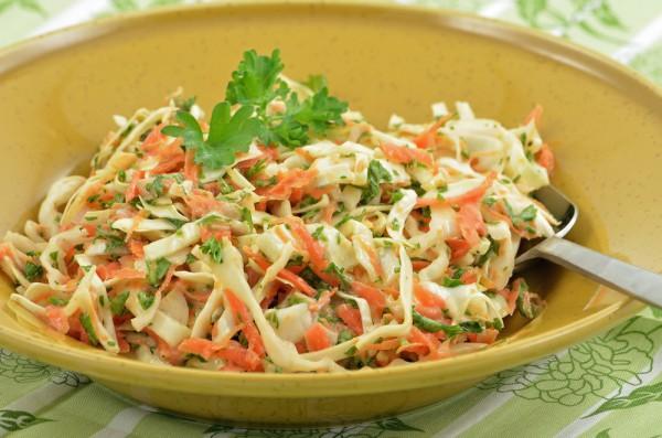 Рецепт                  Зимний салат из капусты, моркови и яблок
