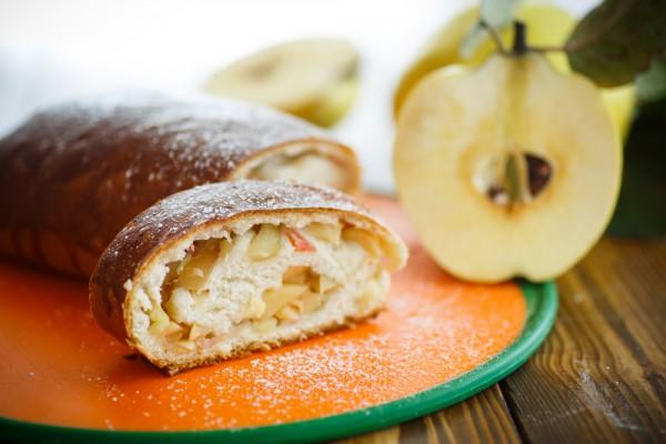 Пошаговые рецепты рулета с яблоками
