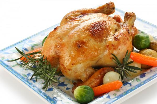 Можно также увеличить запасы железа при помощи других животных продуктов, в том числе курицы, рыбы и говядины.