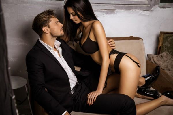 Женщину трясет от незапланированного оргазма на съемках порно
