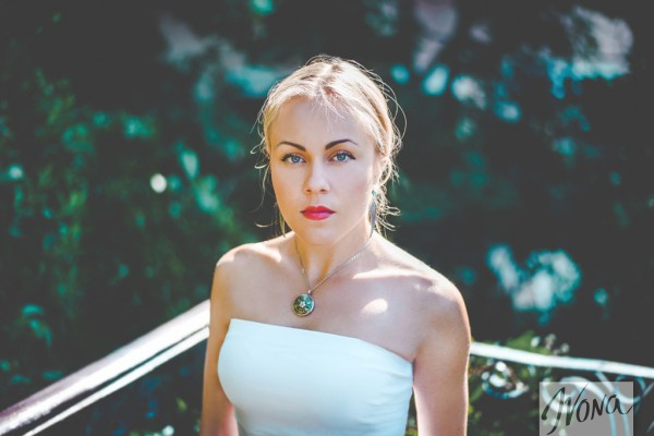 Певица Alyosha приняла участие в спецпроекте Ivona Звезды – за МИР