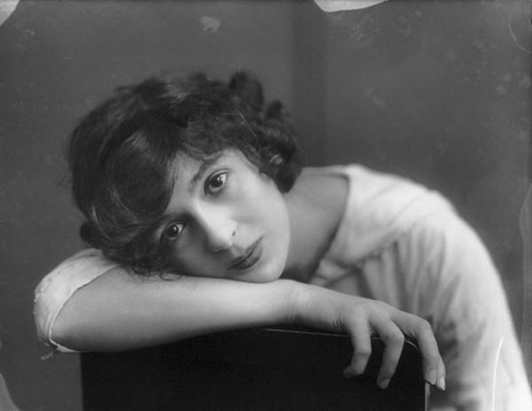 Джулия Джеймс (1890 – 1964), английская актриса.