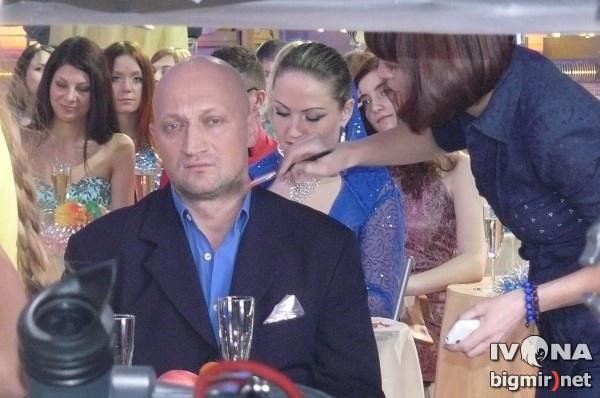Российский актер Гоша Куценко был очень серьезным, спешил, поэтому отказался давать комментарий. Он думал и говорил с коллегами лишь о новом фильме Джентльмены, удачи