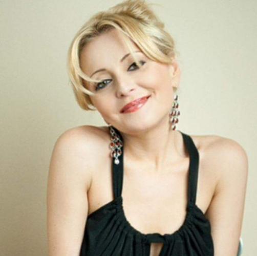 Российская певица Анжелика Варум поздравила поклонников с Новым годом