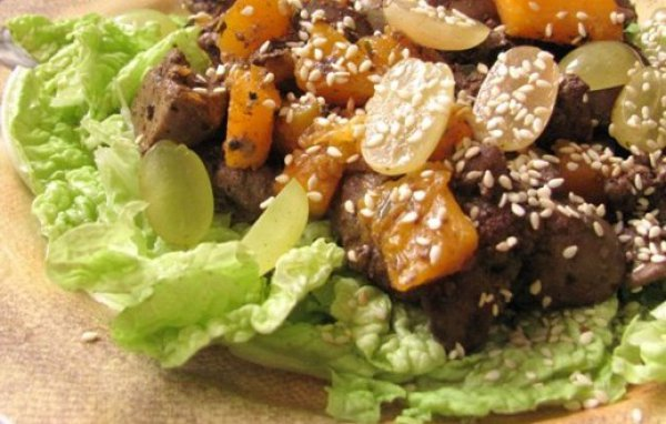 Рецепт                  Теплый салат из куриной печени, тыквы и винограда