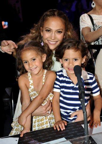 Дженнифер Лопес с двойняшками Максом и Эммой