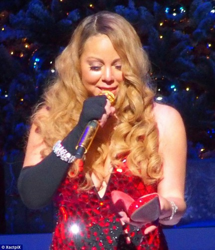 Мэрайя Кери не сдержала слез на концерте в Нью-Йорке