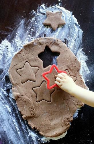 Предложи ребенку сделать елочные игрушки на Новый год