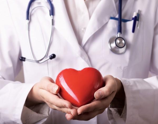 После 45 лет ежегодные визиты к кардиологу обязательны для всех людей