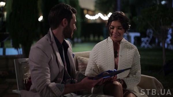 Холостяк 5 сезон восьмой выпуск: Сергей вручает Кате подарок