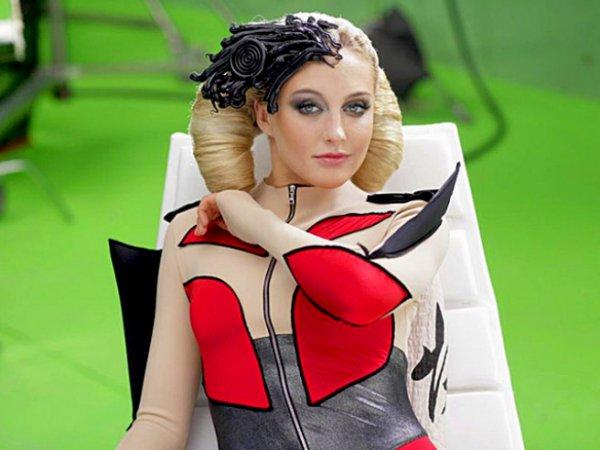 Красотка Ева Бушмина. Кадр из клипа День без тебя