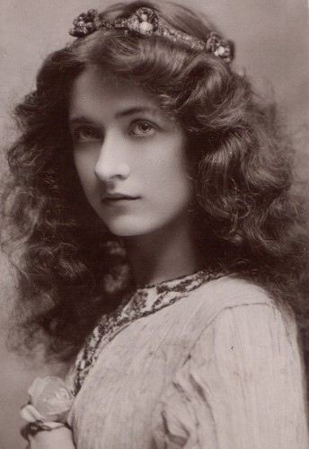 Мауд Фили (1883 – 1971), американская актриса немного кино.