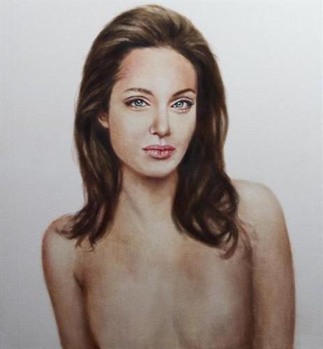 Портрет Анджелины Джоли без груди