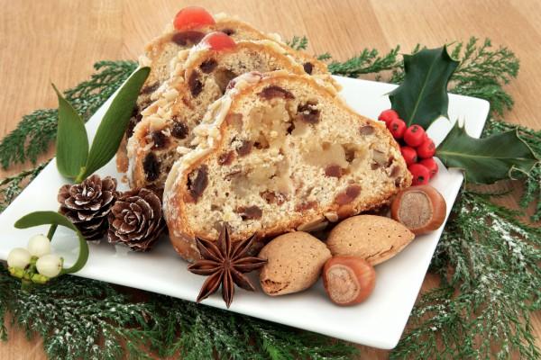 Штоллен готовят за две-три недели до Рождества