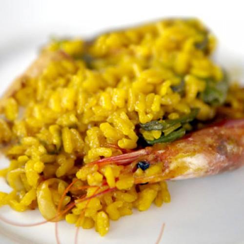 Креветки, как и лосось, также содержат витамин В6, а нут - подымающий настроение триптофан