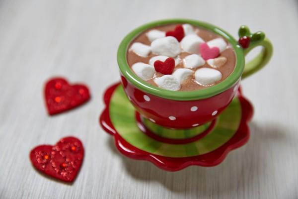 Завтрак в постель на День святого Валентина: горячий шоколад