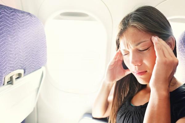 Для многих путешествие самолетом означает плохое самочувствие