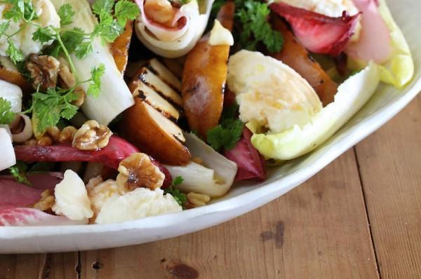 Грушевый салат с сыром и орехами